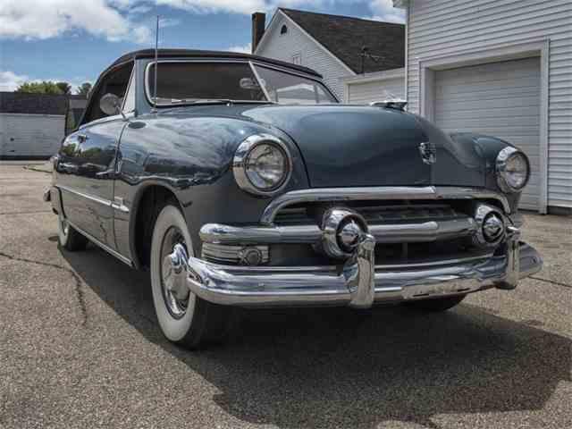 1951 Ford Custom Deluxe | 998709