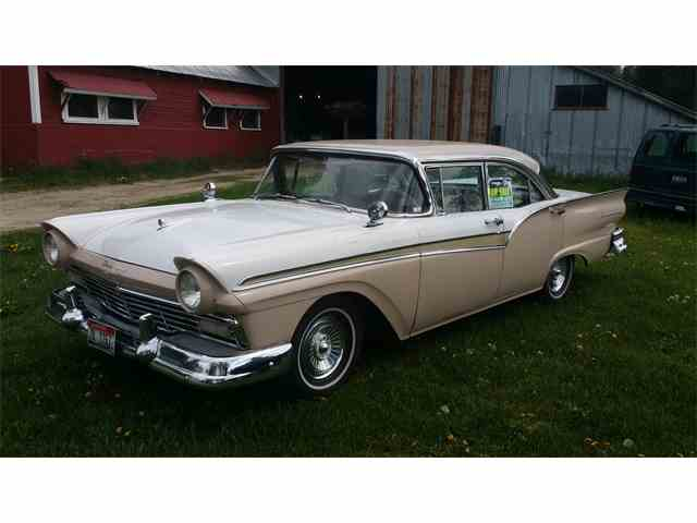 1957 Ford Fairlane 500 | 998917