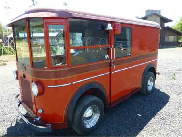 1934 Twin Coach Helms Bakery truck | 999329