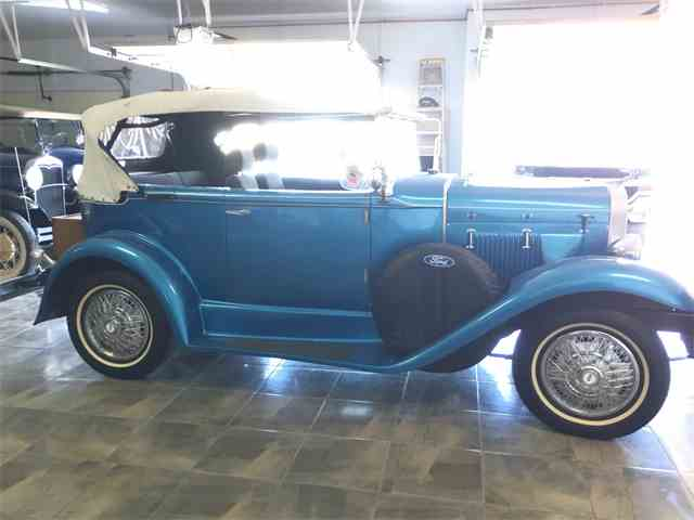 1932 Ford 2-Dr Sedan Replica | 999413