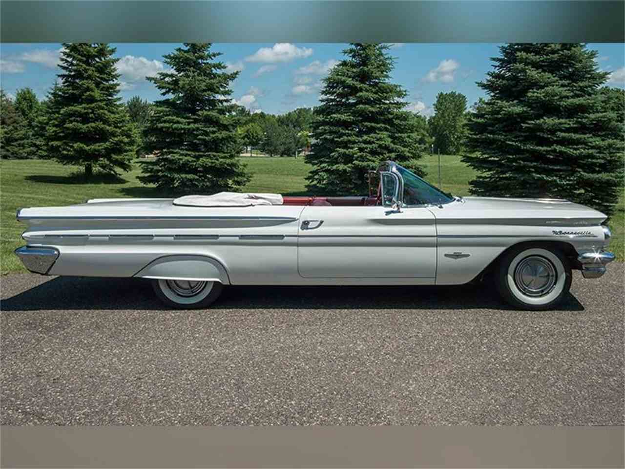 Large Picture of '60 Bonneville Offered by Ellingson Motorcars - LF7P
