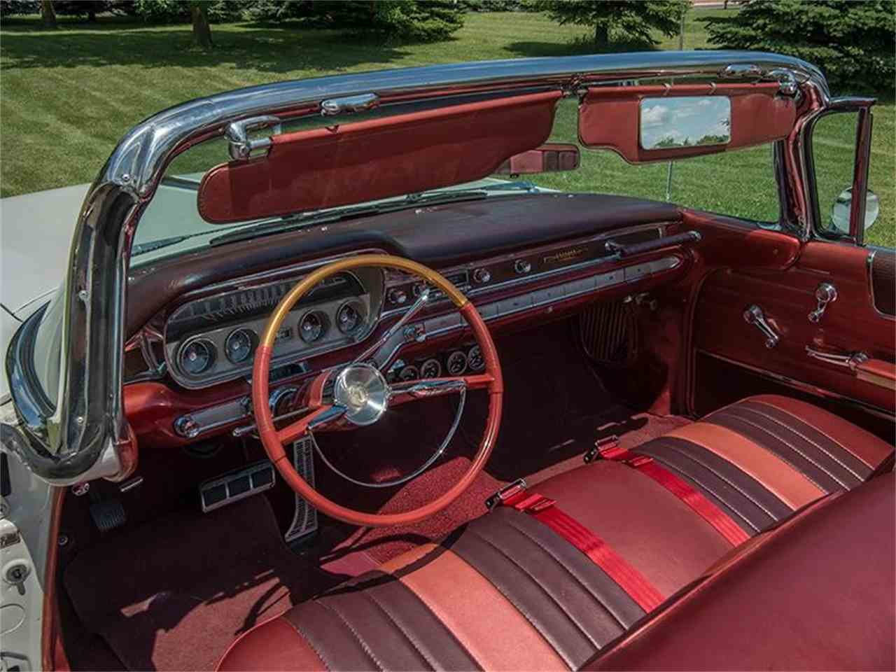 Large Picture of Classic 1960 Pontiac Bonneville located in Minnesota Offered by Ellingson Motorcars - LF7P