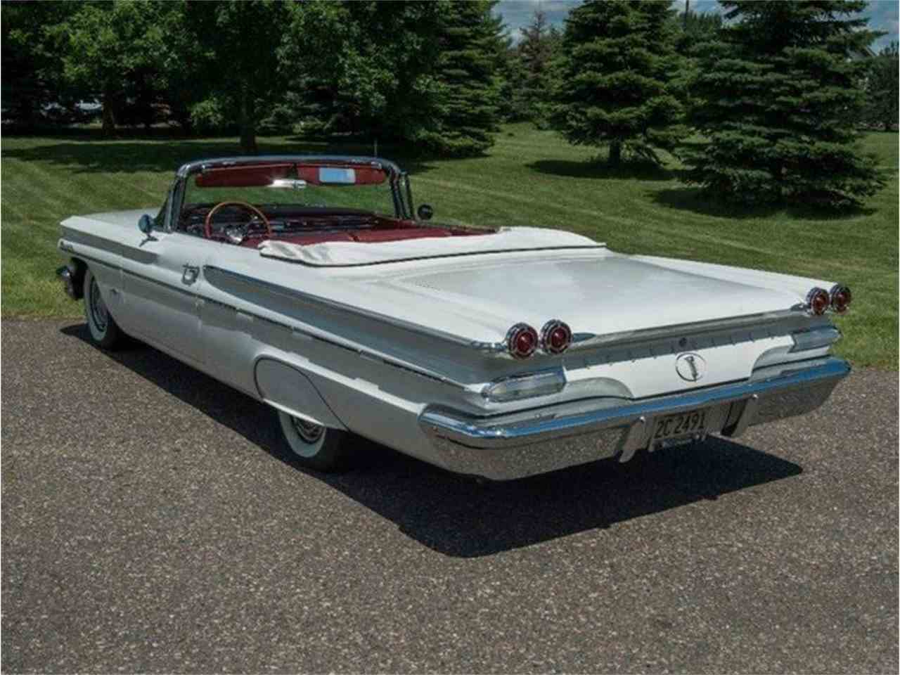 Large Picture of Classic '60 Pontiac Bonneville Offered by Ellingson Motorcars - LF7P