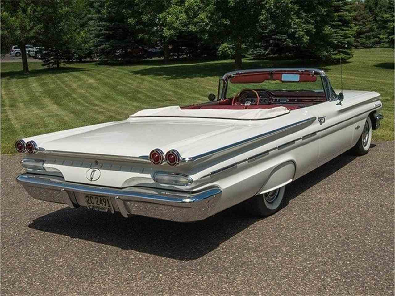 Large Picture of Classic '60 Pontiac Bonneville - $54,950.00 Offered by Ellingson Motorcars - LF7P