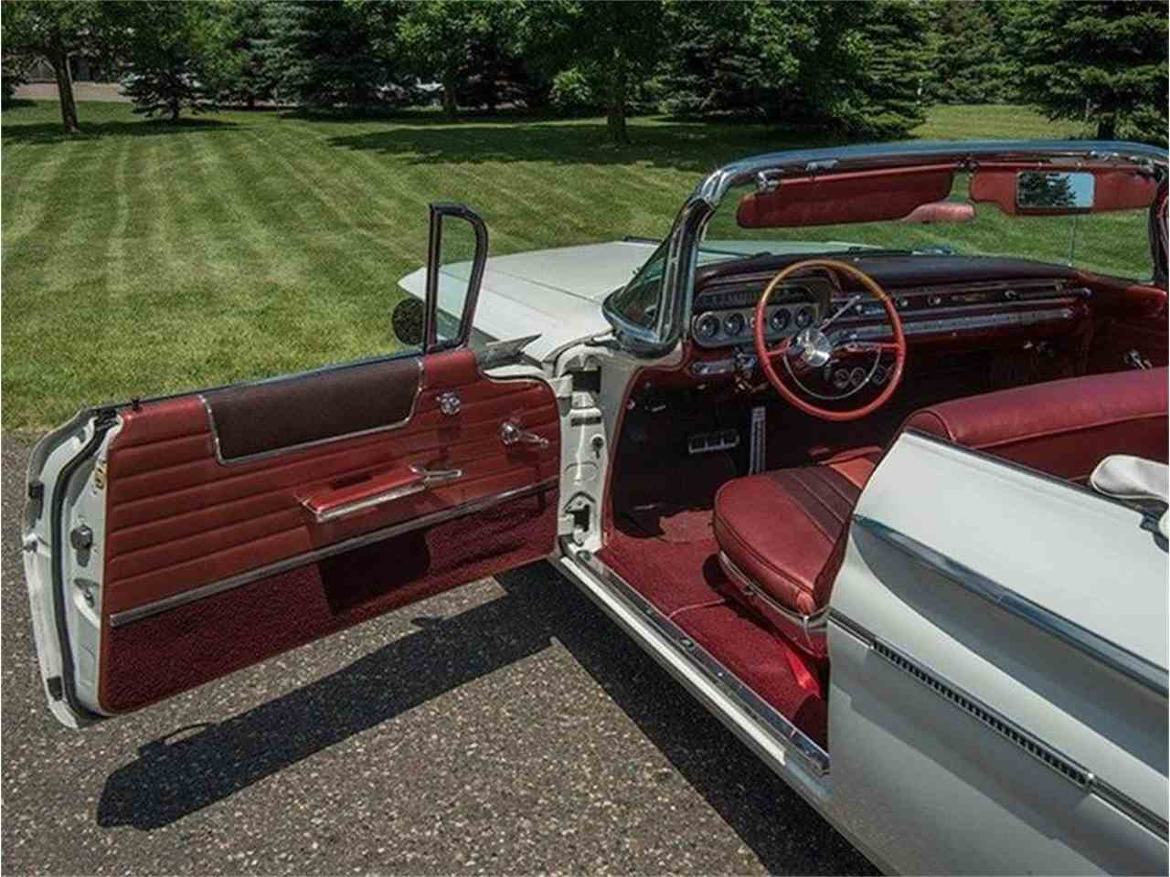 Large Picture of Classic 1960 Pontiac Bonneville located in Minnesota - LF7P