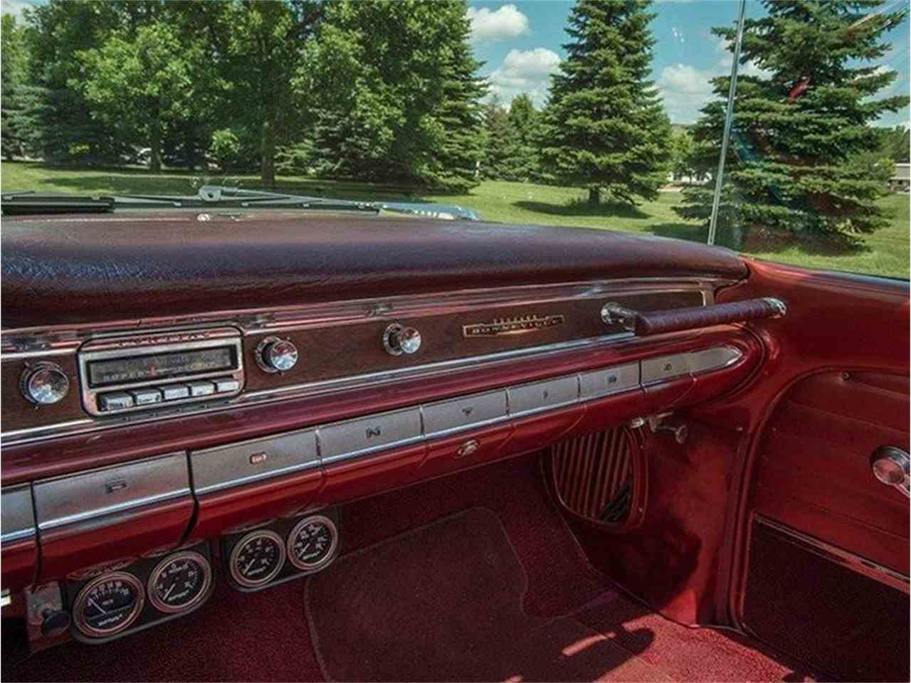 Large Picture of Classic 1960 Pontiac Bonneville located in Rogers Minnesota - LF7P
